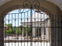 wrought-iron-driveway-gate-20