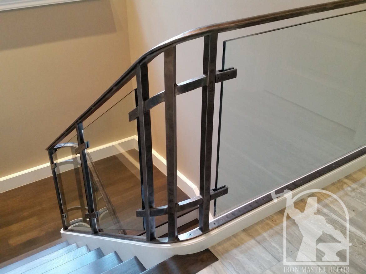 Wrought iron interior railings photo gallery iron master for Indoor glass railing